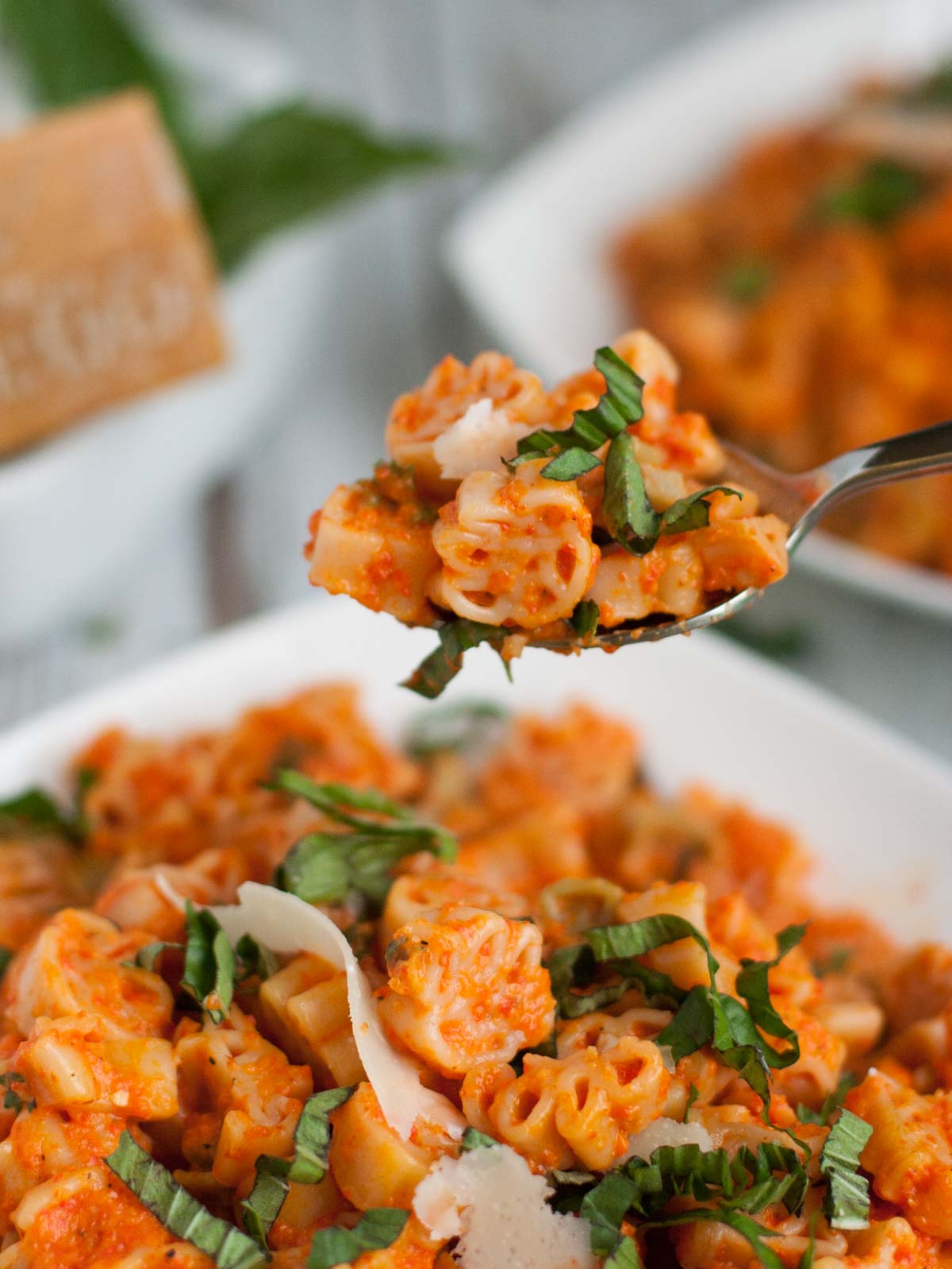 Creamy Roasted Red Pepper Pasta | WorldofPastasbilities.com | Easy and delicious pasta dish! Creamy Roasted Red Pepper Pasta is sweet and smoky alternative to your regular tomato sauce...enjoy!