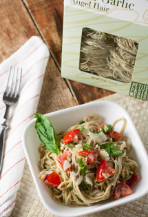Quick Fresh Tomato and Goat Cheese Pasta | WorldofPastabilities.com