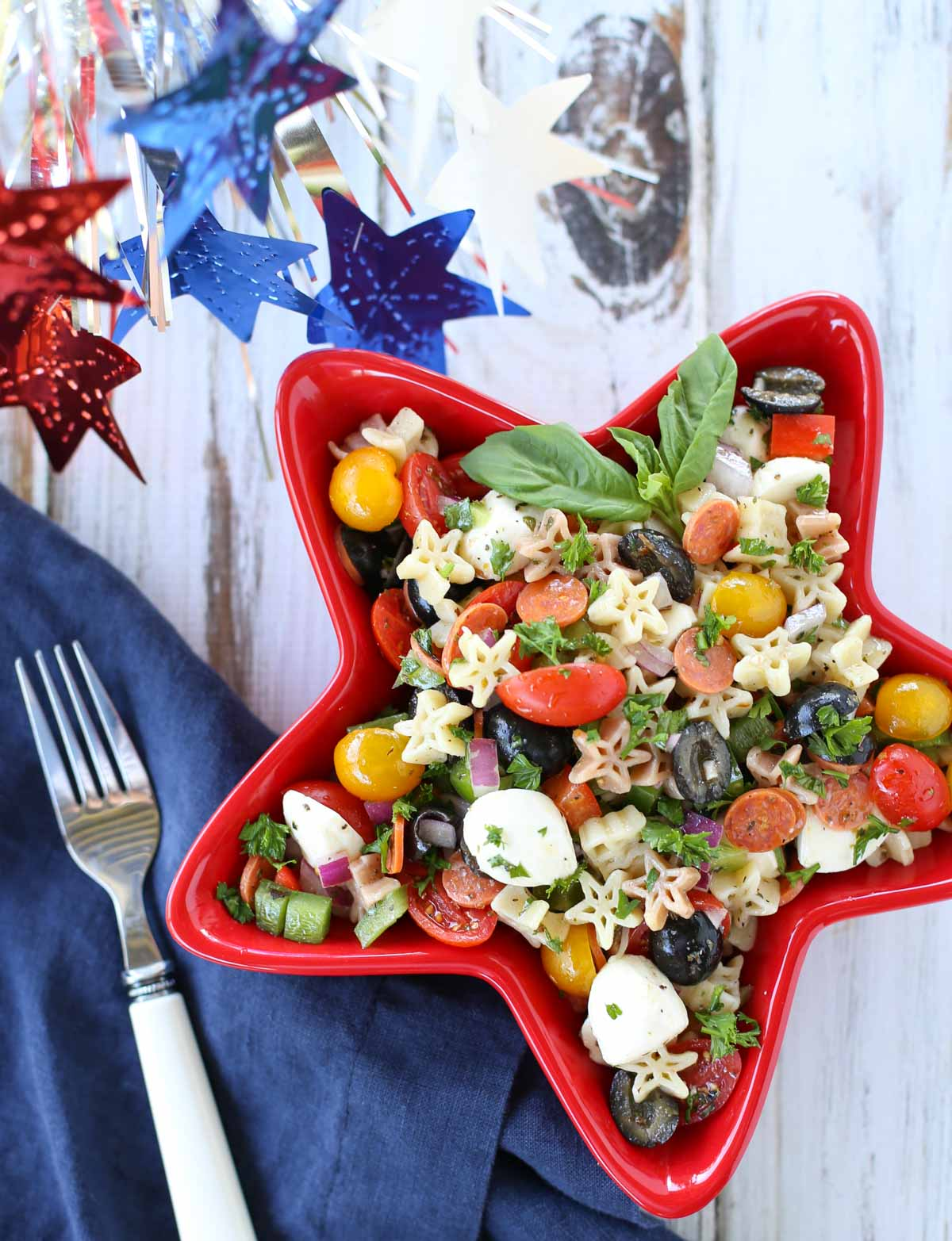Supreme Pizza Pasta Salad | Delish combo of your favorite pizza ingredients! A simple side dish to any summer menu. Yum! The vinaigrette dressing ties it all together! | WorldofPastabilities.com