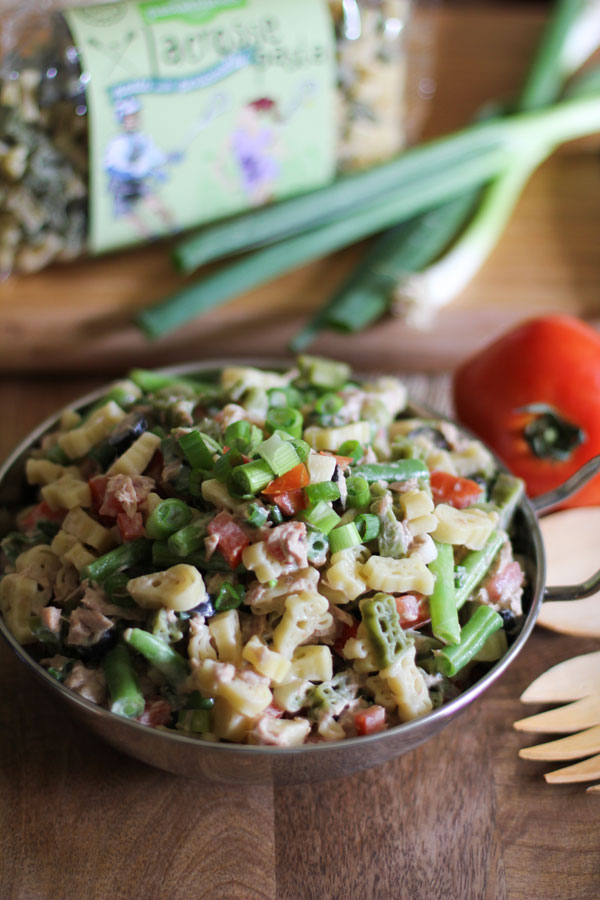 Tuna Pasta Salad with Green Beans combines the crunch of green beans with the sweetness of tomatoes and salty black olives for a divine creamy pasta dish!|WorldofPastabilities.com