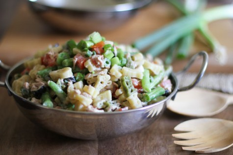 Tuna Pasta Salad with Green Beans combines the crunch of green beans with the sweetness of tomatoes and salty black olives for a divine creamy pasta dish!| WorldofPastabilities.com
