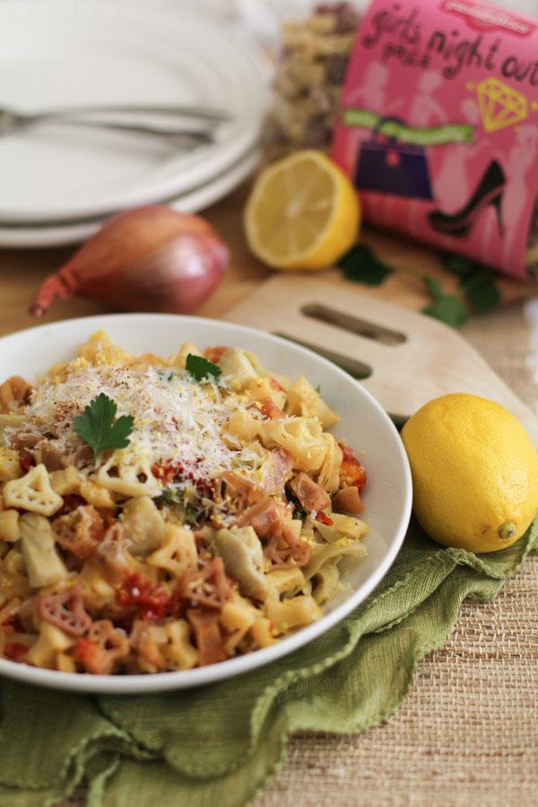 Lemon Shallot Pasta with Sun Dried Tomatoes | WorldofPastabilities.com
