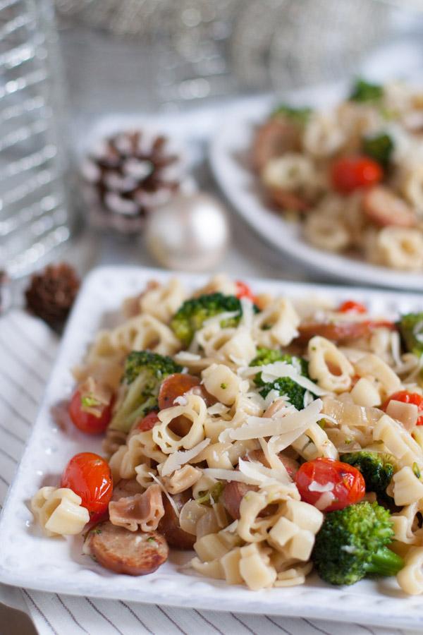 Pasta Toss with Chicken Sausage and Broccoli | WorldofPastabilities.com