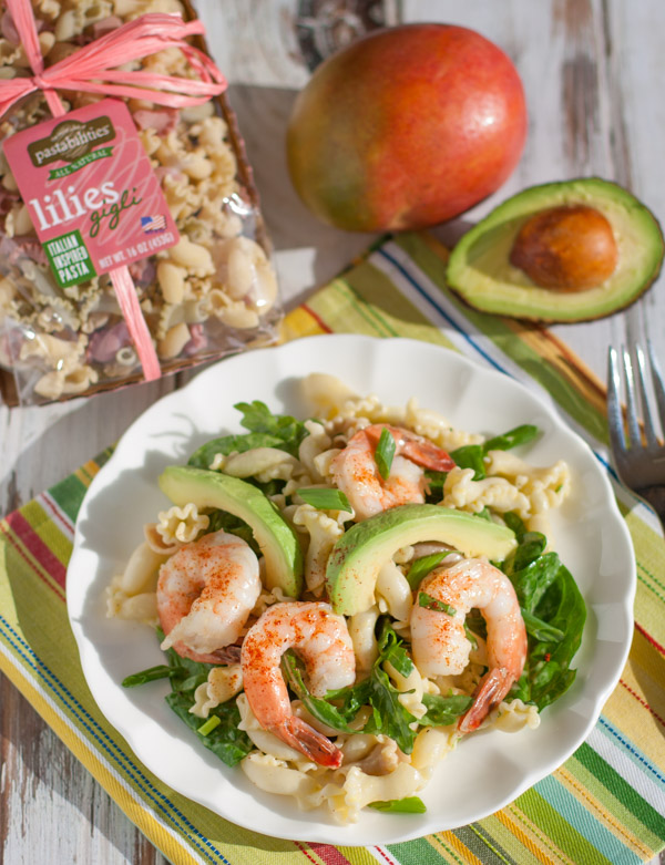 Shrimp Avocado and Spinach Pasta with Mango Vinaigrette | WorldofPastabilities.com